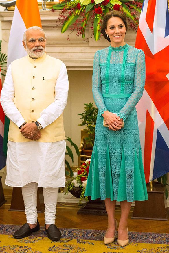 15-colgadas-de-una-percha-the-style-of-el-estilo-de-Kate-Middleton-India-Tour-5