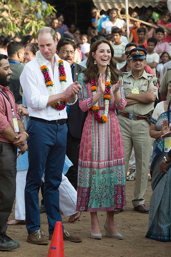 15-colgadas-de-una-percha-the-style-of-el-estilo-de-Kate-Middleton-India-Tour-7