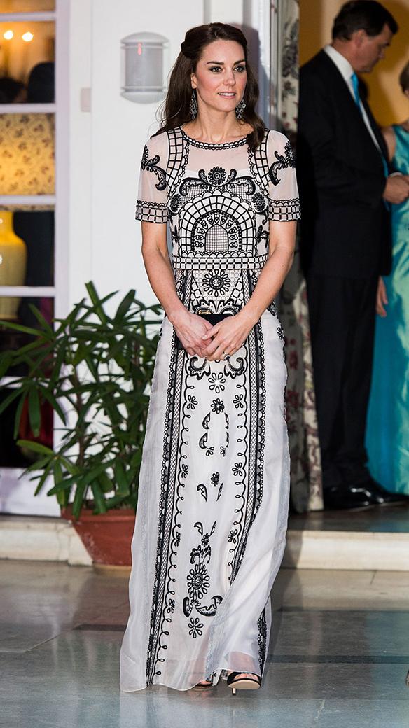 15-colgadas-de-una-percha-the-style-of-el-estilo-de-Kate-Middleton-India-Tour-8