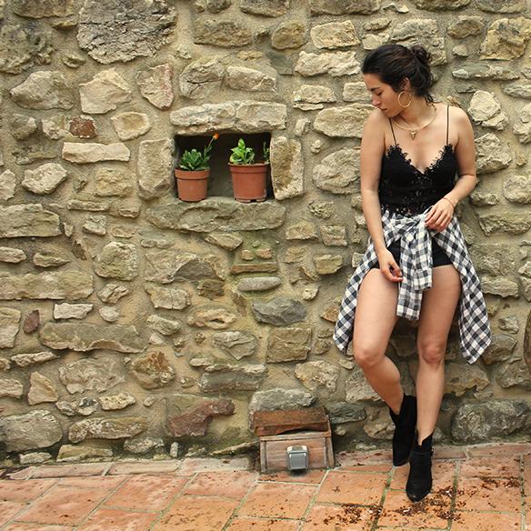 15-colgadas-de-una-percha-blanche-check-shirt-camisa-cuadros-lace-top-encaje-shorts-botines-booties-festival-outfit-look-festivalero-1