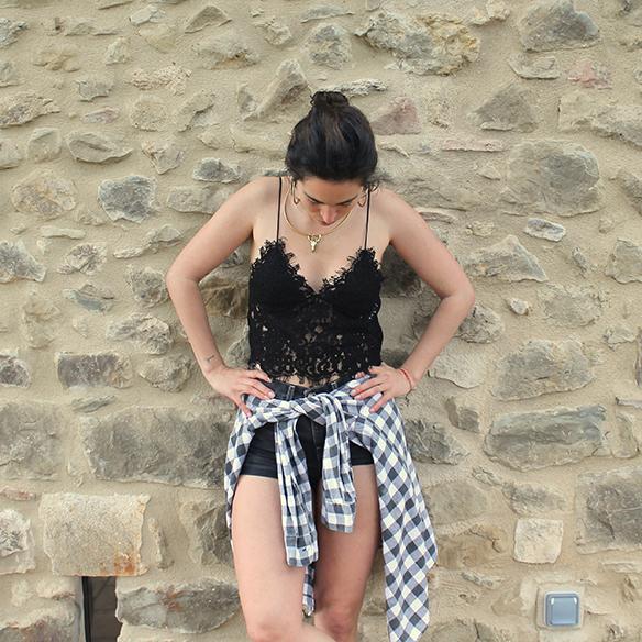 15-colgadas-de-una-percha-blanche-check-shirt-camisa-cuadros-lace-top-encaje-shorts-botines-booties-festival-outfit-look-festivalero-2