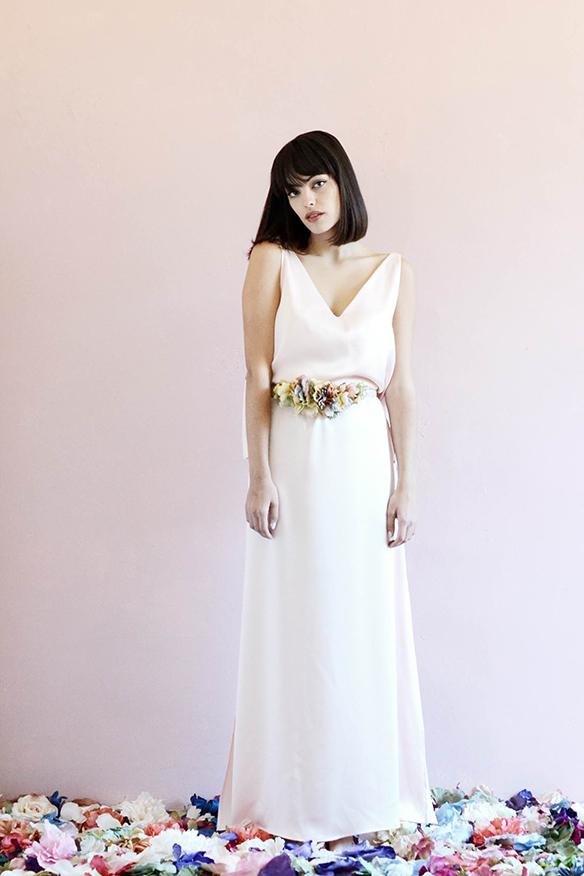 15-colgadas-de-una-percha-eliurpi-eli-urpi-bodas-weddings-looks-outfits-flores-flowers-coronas-hairwreaths-pamelas-canotiers-bolsos-cinturones-de-flores-floral-7