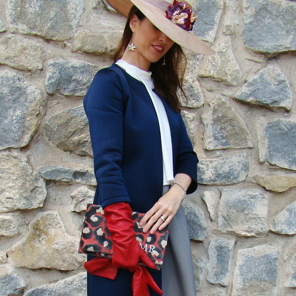 15-colgadas-de-una-percha-marta-r-outfits-bodas-wedding-looks-falda-skirt-neopreno-neoprene-coat-abrigo-sombrero-hat-gloves-guantes-clutch-4
