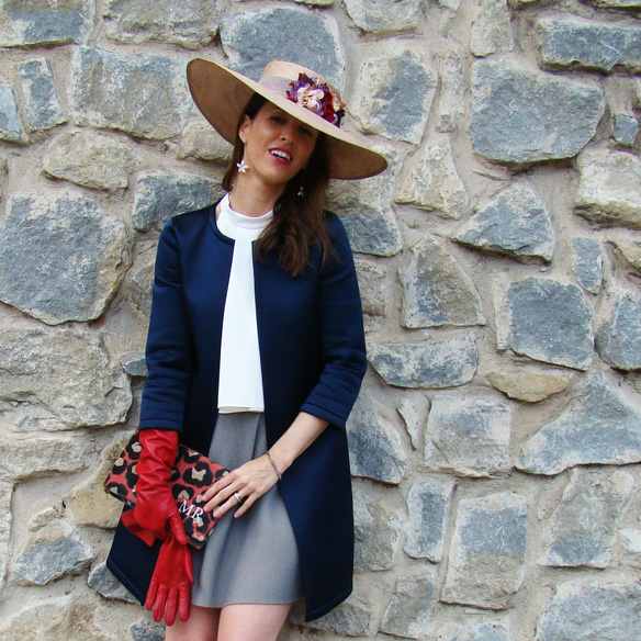 15-colgadas-de-una-percha-marta-r-outfits-bodas-wedding-looks-falda-skirt-neopreno-neoprene-coat-abrigo-sombrero-hat-gloves-guantes-clutch-5