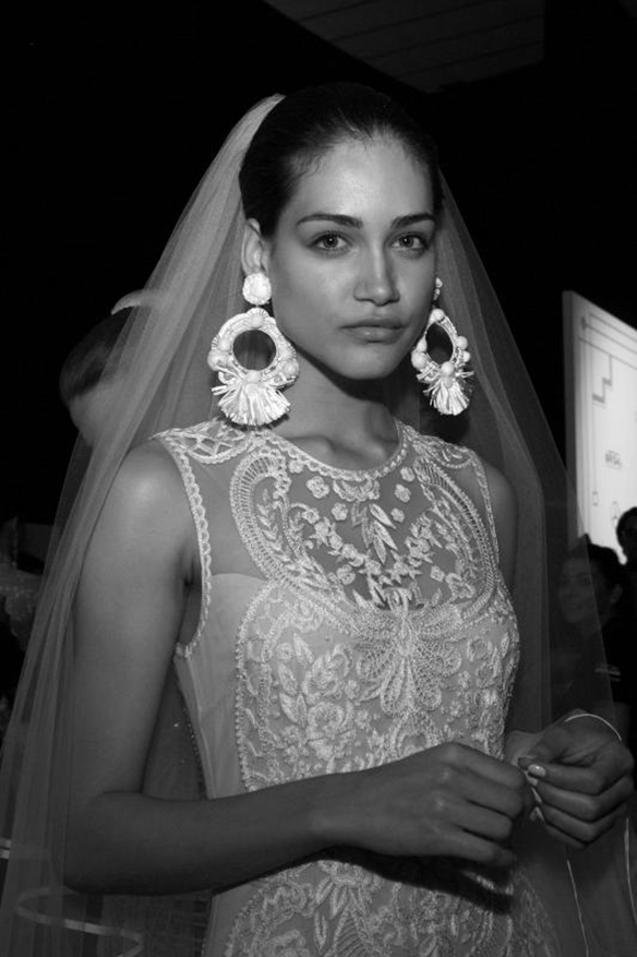 15-colgadas-de-una-percha-naeem-khan-barcelona-bridal-fashion-week-2016-vestidos-de-novias-brides-wedding-gowns-desfile-fashion-show-48