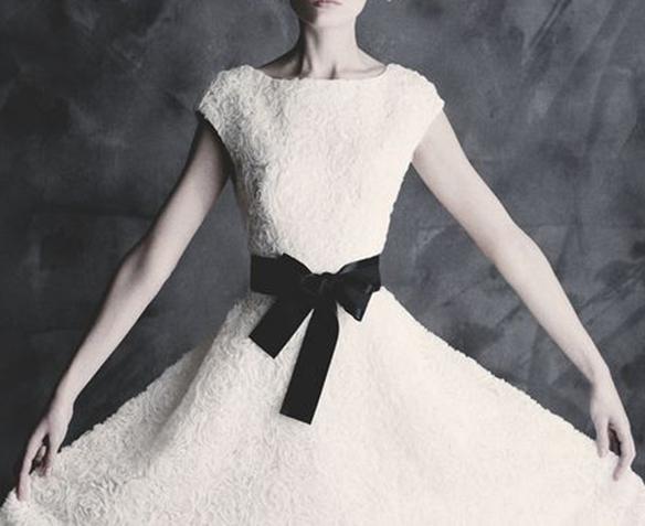 15-colgadas-de-una-percha-que-tipo-de-novia-eres-what-kind-of-bride-are-you-wedding-gown-dress-vestidos-de-novia-bodas-black-and-white-blanco-y-negro-1