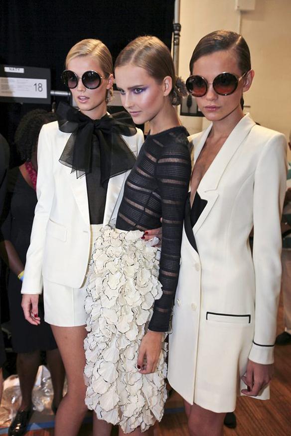15-colgadas-de-una-percha-que-tipo-de-novia-eres-what-kind-of-bride-are-you-wedding-gown-dress-vestidos-de-novia-bodas-black-and-white-blanco-y-negro-5