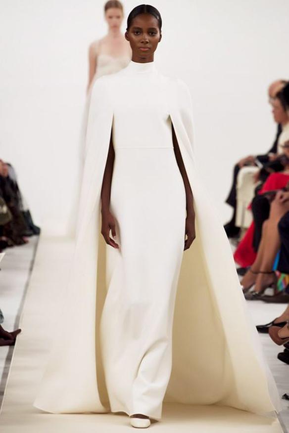 15-colgadas-de-una-percha-que-tipo-de-novia-eres-what-kind-of-bride-are-you-wedding-gown-dress-vestidos-de-novia-bodas-capa-cape-capucha-hood-1