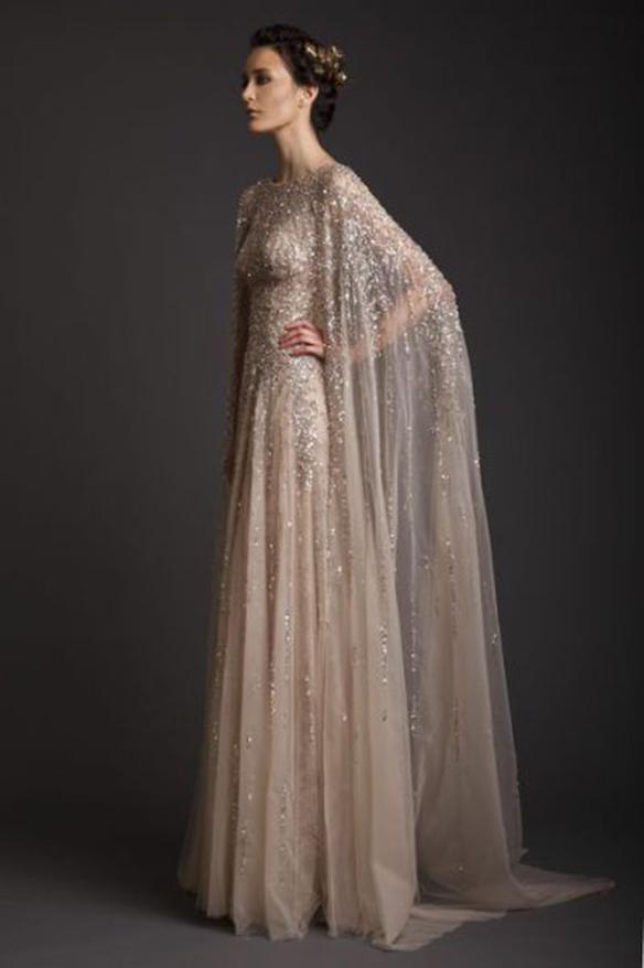 15-colgadas-de-una-percha-que-tipo-de-novia-eres-what-kind-of-bride-are-you-wedding-gown-dress-vestidos-de-novia-bodas-capa-cape-capucha-hood-7