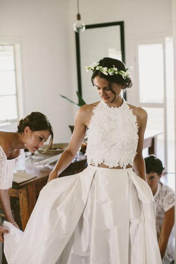15-colgadas-de-una-percha-que-tipo-de-novia-eres-what-kind-of-bride-are-you-wedding-gown-dress-vestidos-de-novia-bodas-crop-top-3