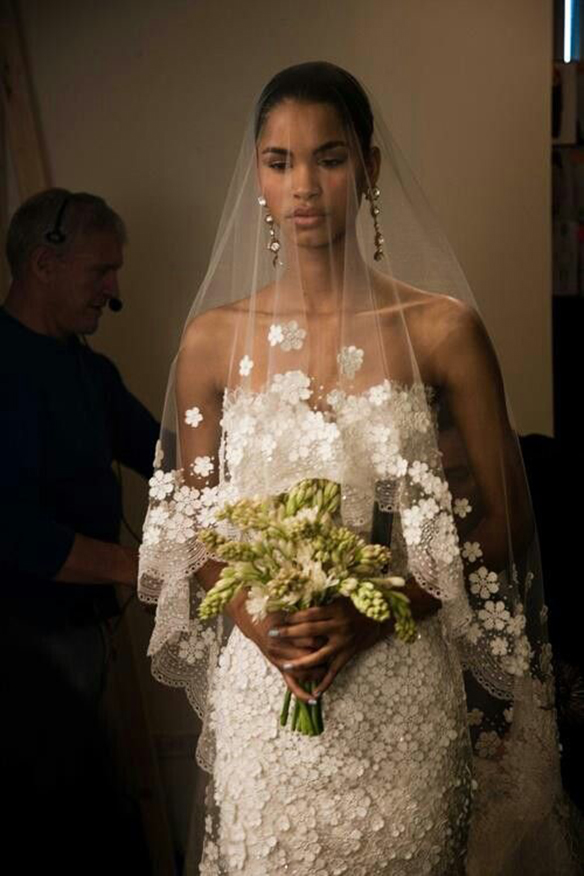 15-colgadas-de-una-percha-que-tipo-de-novia-eres-what-kind-of-bride-are-you-wedding-gown-dress-vestidos-de-novia-bodas-floral-print-estampado-de-flores-3