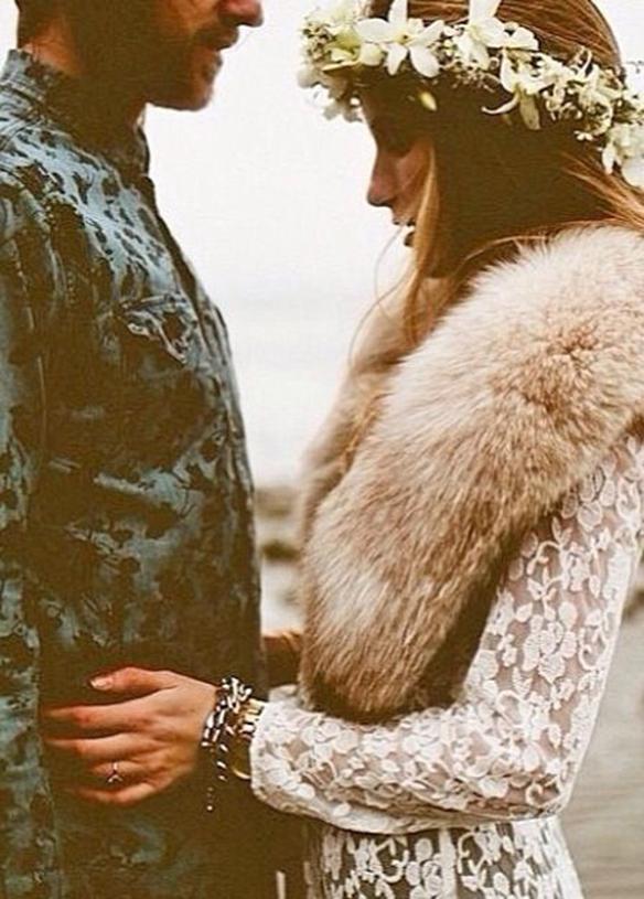 15-colgadas-de-una-percha-que-tipo-de-novia-eres-what-kind-of-bride-are-you-wedding-gown-dress-vestidos-de-novia-bodas-invierno-winter-nieves-snow-2