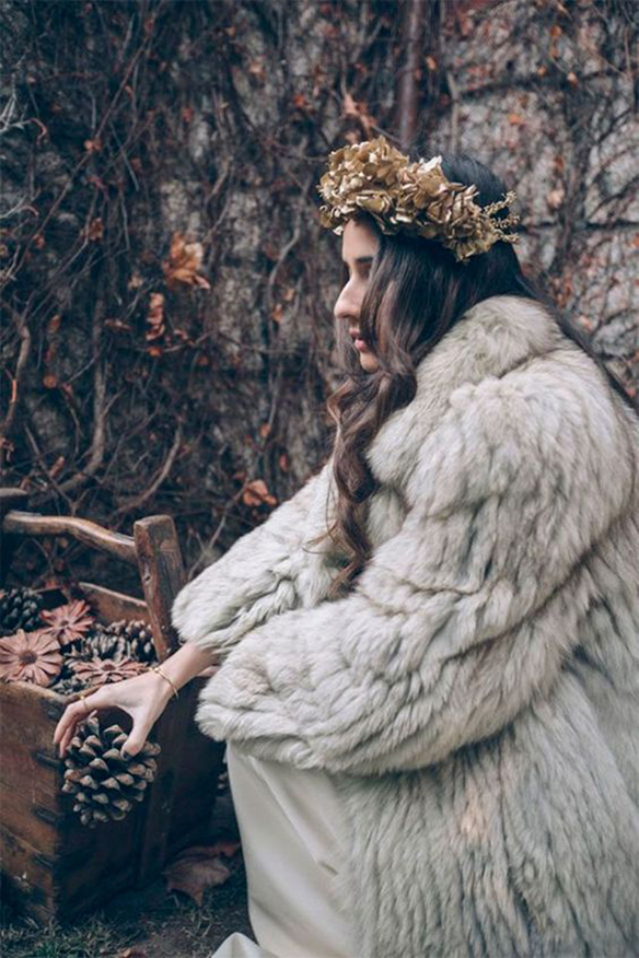 15-colgadas-de-una-percha-que-tipo-de-novia-eres-what-kind-of-bride-are-you-wedding-gown-dress-vestidos-de-novia-bodas-invierno-winter-nieves-snow-6