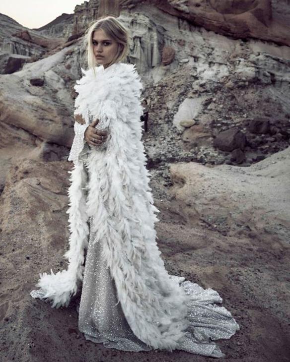 15-colgadas-de-una-percha-que-tipo-de-novia-eres-what-kind-of-bride-are-you-wedding-gown-dress-vestidos-de-novia-bodas-invierno-winter-nieves-snow-8