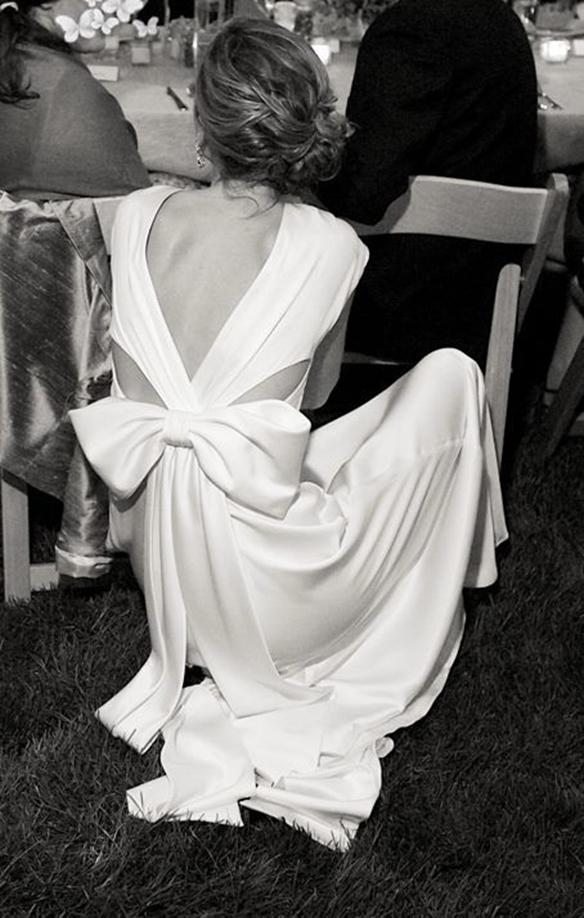 15-colgadas-de-una-percha-que-tipo-de-novia-eres-what-kind-of-bride-are-you-wedding-gown-dress-vestidos-de-novia-bodas-lazo-bow-1