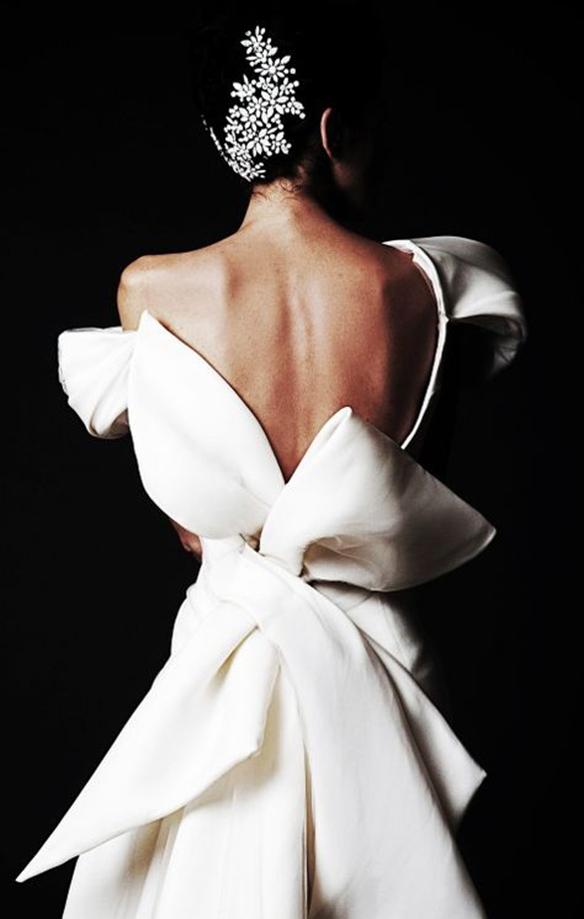 15-colgadas-de-una-percha-que-tipo-de-novia-eres-what-kind-of-bride-are-you-wedding-gown-dress-vestidos-de-novia-bodas-lazo-bow-5
