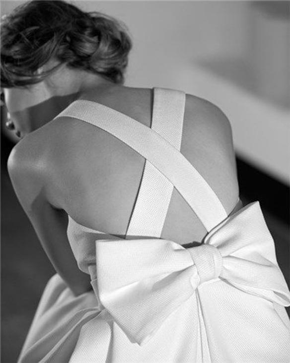 15-colgadas-de-una-percha-que-tipo-de-novia-eres-what-kind-of-bride-are-you-wedding-gown-dress-vestidos-de-novia-bodas-lazo-bow-8
