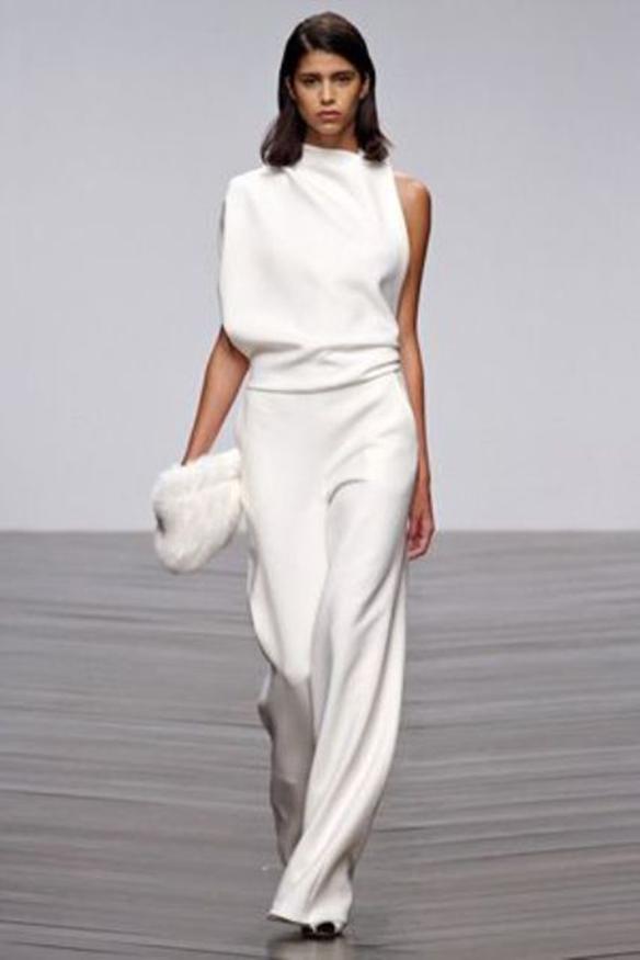 15-colgadas-de-una-percha-que-tipo-de-novia-eres-what-kind-of-bride-are-you-wedding-gown-dress-vestidos-de-novia-bodas-minimalista-minimal-2