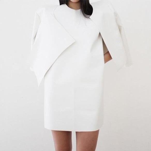 15-colgadas-de-una-percha-que-tipo-de-novia-eres-what-kind-of-bride-are-you-wedding-gown-dress-vestidos-de-novia-bodas-minimalista-minimal-5