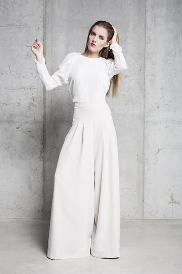 15-colgadas-de-una-percha-que-tipo-de-novia-eres-what-kind-of-bride-are-you-wedding-gown-dress-vestidos-de-novia-bodas-pantalones-trousers-4
