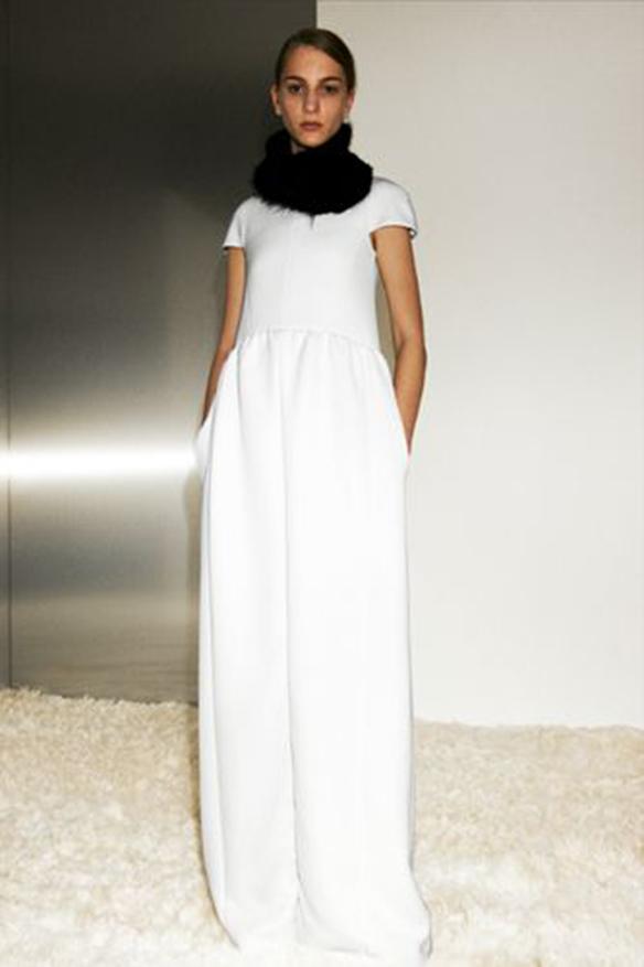 15-colgadas-de-una-percha-que-tipo-de-novia-eres-what-kind-of-bride-are-you-wedding-gown-dress-vestidos-de-novia-bodas-pantalones-trousers-7