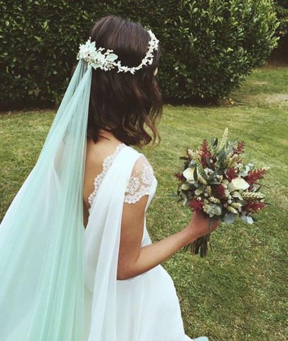 15-colgadas-de-una-percha-que-tipo-de-novia-eres-what-kind-of-bride-are-you-wedding-gown-dress-vestidos-de-novia-bodas-velo-con-color-veil-with-color-2