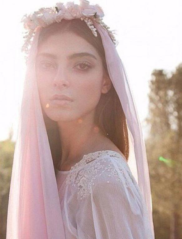 15-colgadas-de-una-percha-que-tipo-de-novia-eres-what-kind-of-bride-are-you-wedding-gown-dress-vestidos-de-novia-bodas-velo-con-color-veil-with-color-7