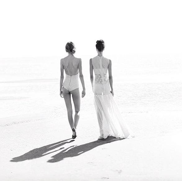 15-colgadas-de-una-percha-teresa-helbig-vestidos-de-novia-wedding-gowns-bodas-weddings-brides-12