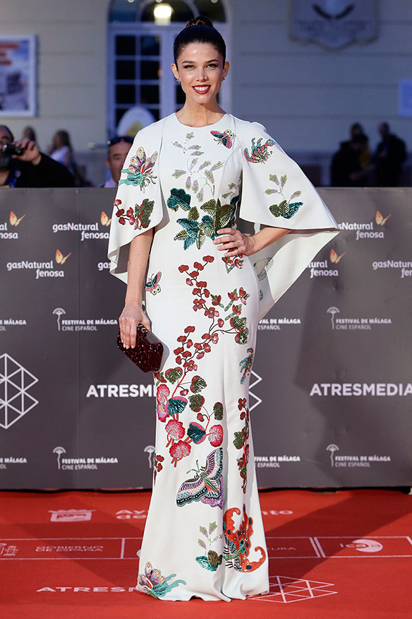 15-colgadas-de-una-percha-the-style-of-el-estilo-de-juana-acosta-inspiracion-inspiration-looks-alfombra-roja-red-carpet-outfits-invitada-de-boda-wedding-guest-13