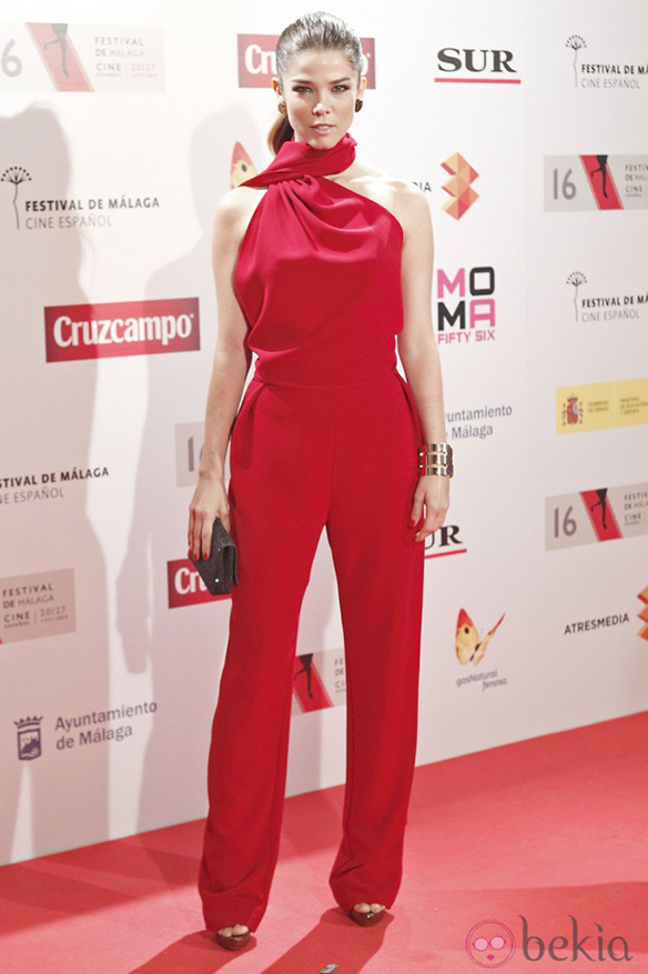 15-colgadas-de-una-percha-the-style-of-el-estilo-de-juana-acosta-inspiracion-inspiration-looks-alfombra-roja-red-carpet-outfits-invitada-de-boda-wedding-guest-17