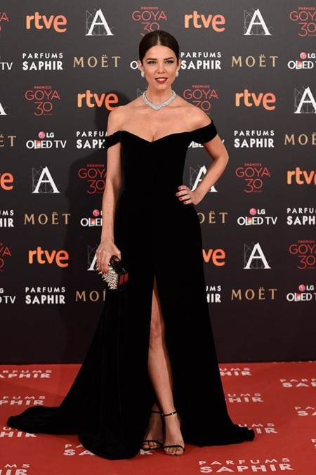15-colgadas-de-una-percha-the-style-of-el-estilo-de-juana-acosta-inspiracion-inspiration-looks-alfombra-roja-red-carpet-outfits-invitada-de-boda-wedding-guest-6