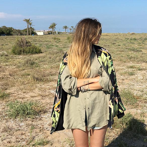 15-colgadas-de-una-percha-anna-duarte-bomber-hawaiana-hawaiian-shirt-camisa-shorts-2