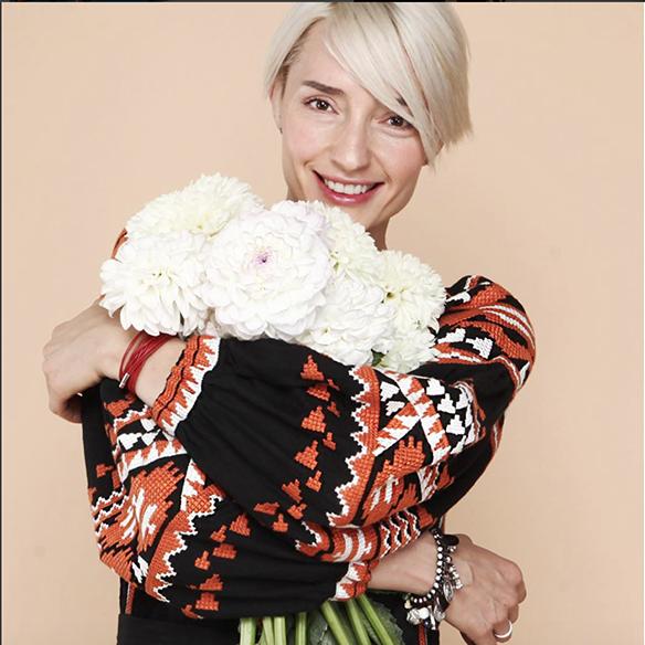15-colgadas-de-una-percha-closet-must-march-11-vestidos-bordados-tunicas-blusas-embroidery-dress-tunic-blouse-18