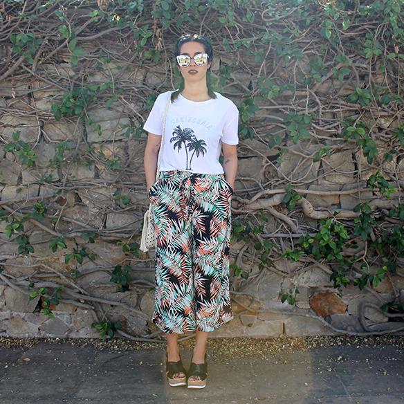 15-colgadas-de-una-percha-palmeras-palm-trees-culottes-gafas-de-sol-sunnies-trenzas-braids-sandalias-sandals-blanche-1