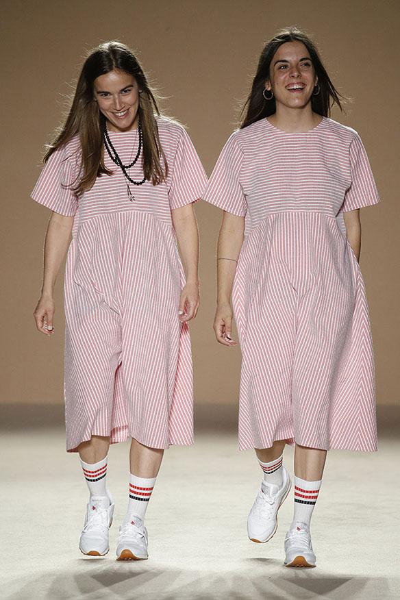 15-colgadas-de-una-percha-080-bcn-fashion-ss-17-moda-barcelona-carlota-oms-10