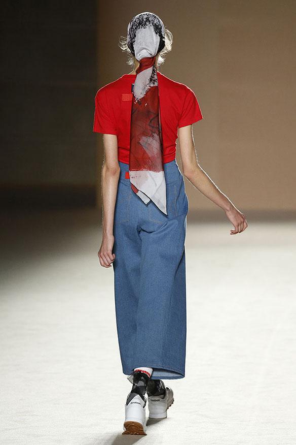 15-colgadas-de-una-percha-080-bcn-fashion-ss-17-moda-barcelona-carlota-oms-3