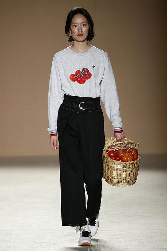 15-colgadas-de-una-percha-080-bcn-fashion-ss-17-moda-barcelona-carlota-oms-5