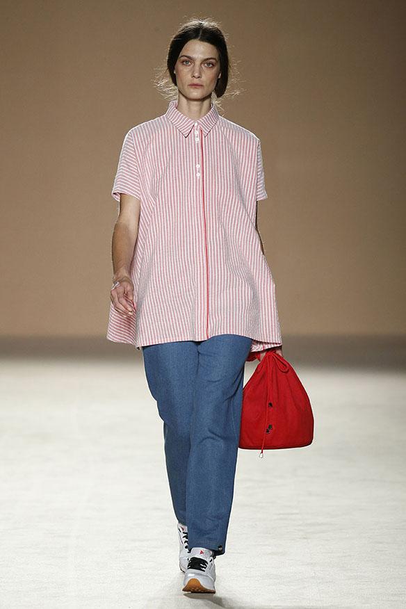 15-colgadas-de-una-percha-080-bcn-fashion-ss-17-moda-barcelona-carlota-oms-7