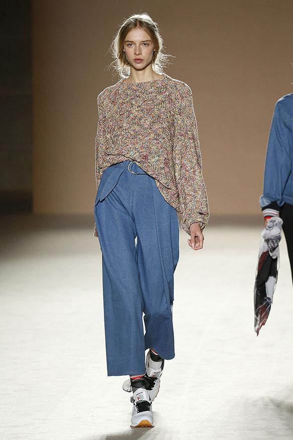15-colgadas-de-una-percha-080-bcn-fashion-ss-17-moda-barcelona-carlota-oms-8