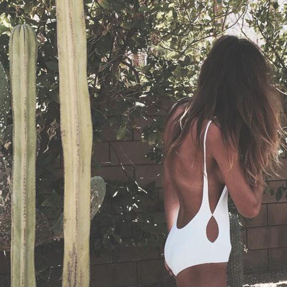 15-colgadas-de-una-percha-15-lwl-looks-we-love-outfits-bañador-swimsuit-9
