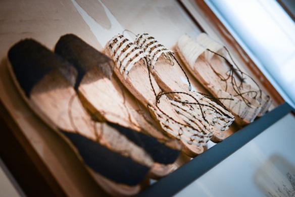 15-colgadas-de-una-percha-closet-must-ball-pages-alpargatas-espardenyes-espardeñas-zapatos-de-esparto-verano-summer-espadrilles-11