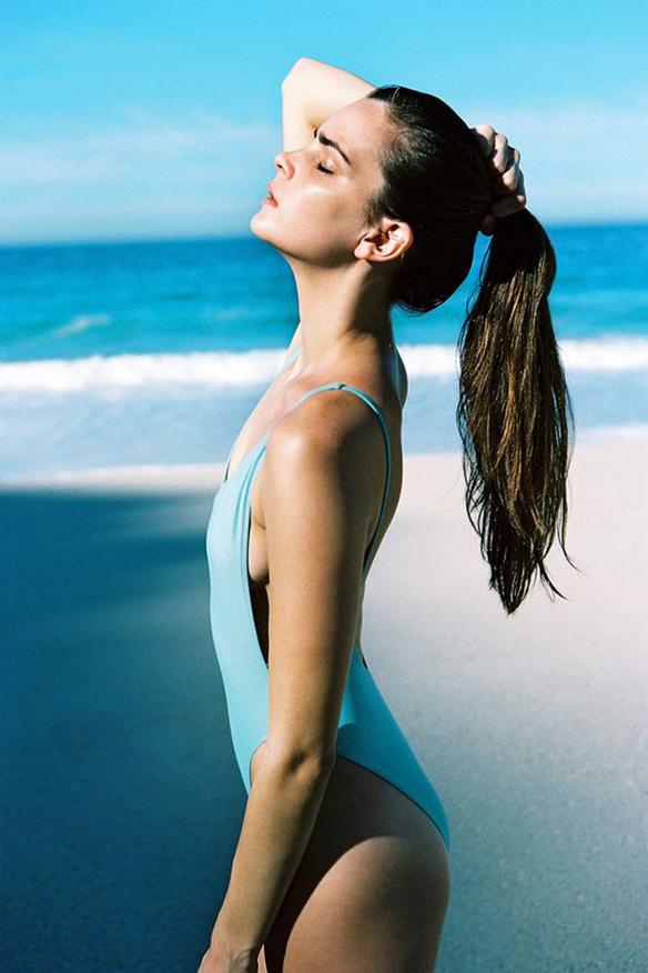15-colgadas-de-una-percha-peinados-verano-summer-hairstyles-cola-alta-ponytail-4