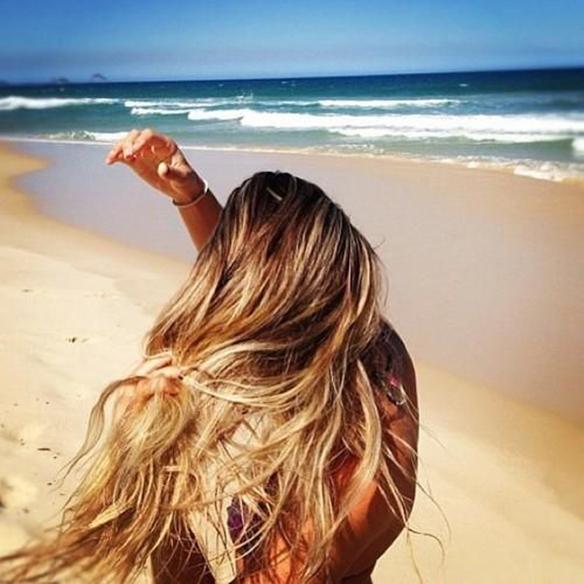 15-colgadas-de-una-percha-peinados-verano-summer-hairstyles-melena-dorada-gold-golden-mane-1