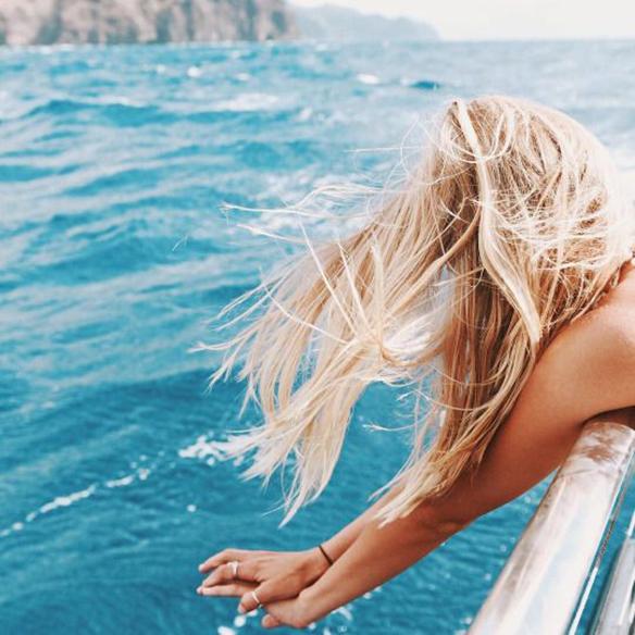 15-colgadas-de-una-percha-peinados-verano-summer-hairstyles-melena-dorada-gold-golden-mane-3