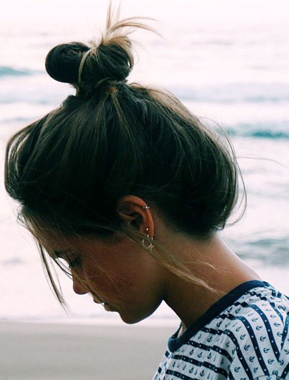 15-colgadas-de-una-percha-peinados-verano-summer-hairstyles-moño-boho-bun-3