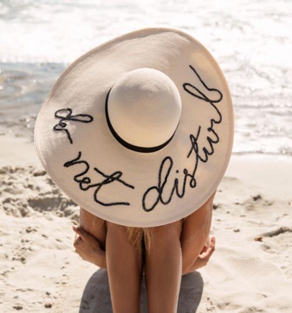 15-colgadas-de-una-percha-peinados-verano-summer-hairstyles-sombreros-hats-2