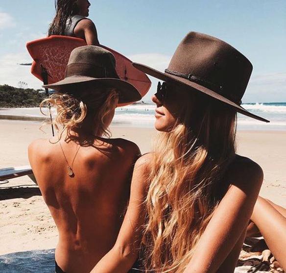 15-colgadas-de-una-percha-peinados-verano-summer-hairstyles-sombreros-hats-3