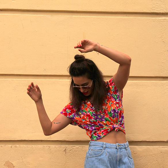 15-colgadas-de-una-percha-pink-rayban-rosa-blusa-anudada-knotted-blouse-high-waisted-shorts-tiro-alto-blanche-3