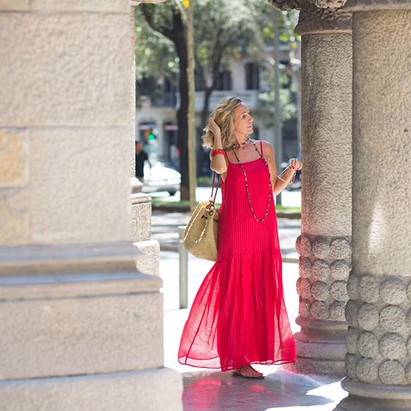 15-colgadas-de-una-percha-vestido-coral-dress-bolso-rafia-collar-necklace-maica-jau-3