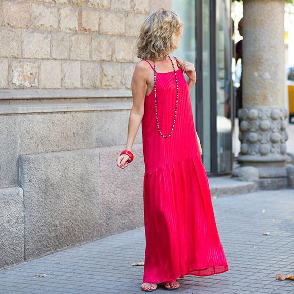 15-colgadas-de-una-percha-vestido-coral-dress-bolso-rafia-collar-necklace-maica-jau-6